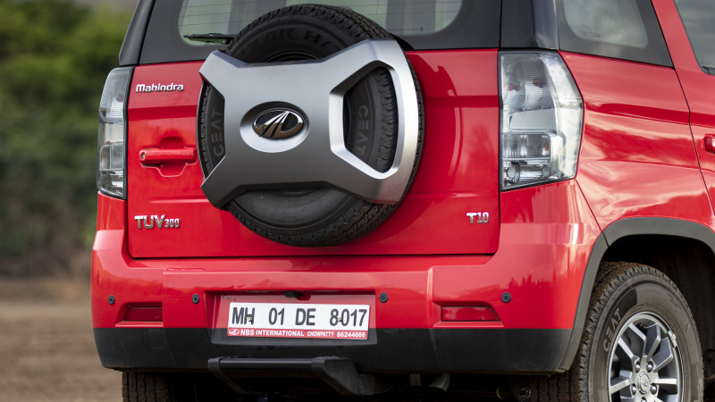 Mahindra TUV300 First Drive Review - CarTrade