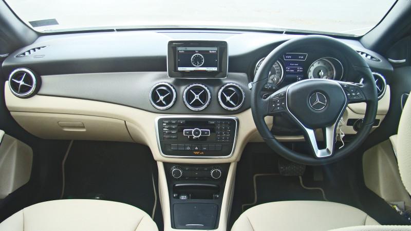 Mercedes Benz GLA Images 18