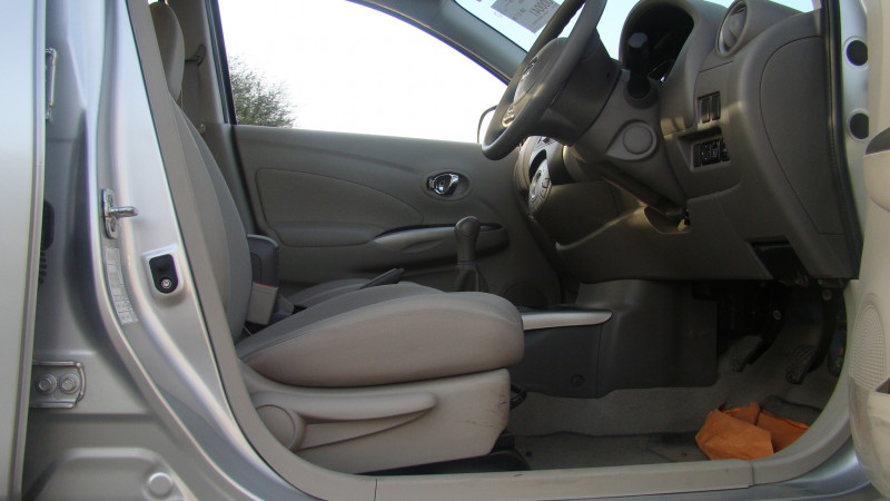 Nissan Sunny Picture 17