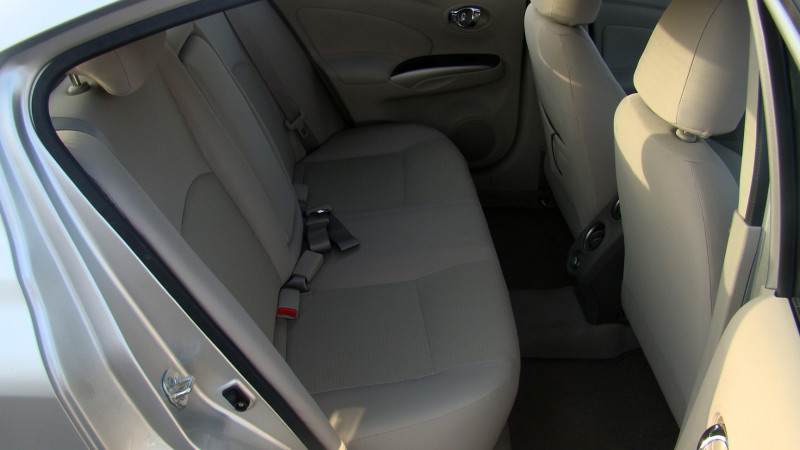 Nissan Sunny Picture 13