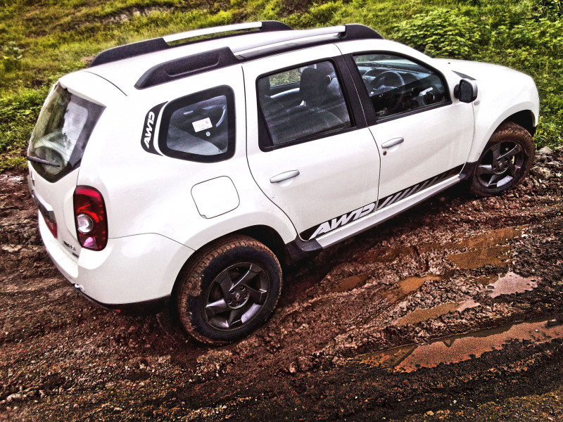 Renault Duster AWD Photos 2