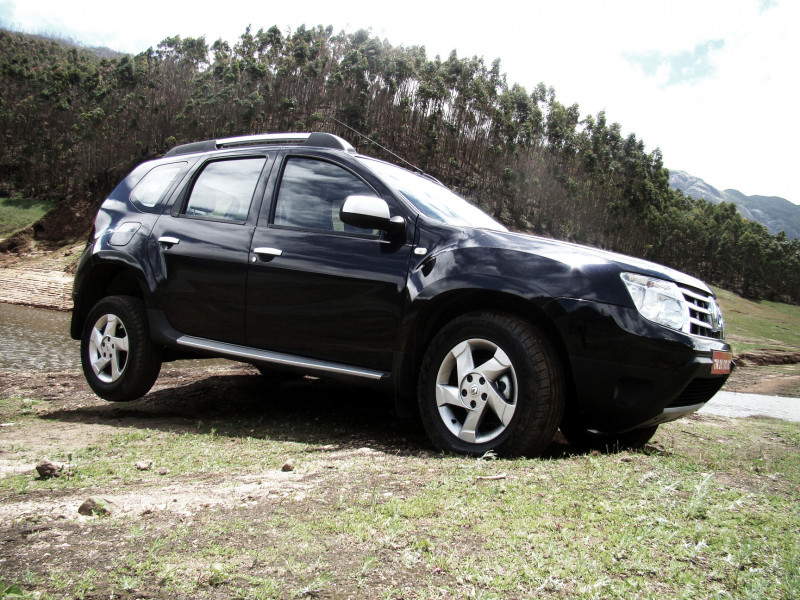 renault duster images photos and picture gallery 116156 cartrade. Black Bedroom Furniture Sets. Home Design Ideas