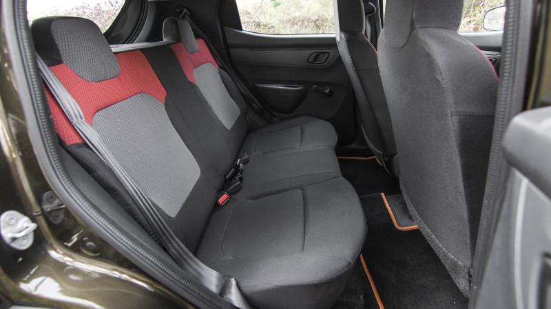 renault kwid expert review kwid road test 206746 cartrade. Black Bedroom Furniture Sets. Home Design Ideas