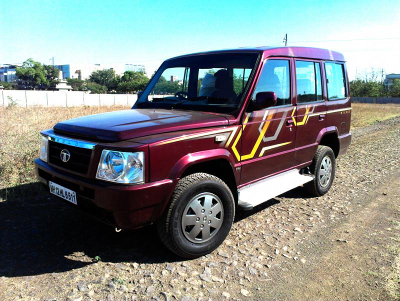 Tata Sumo Front quarter image