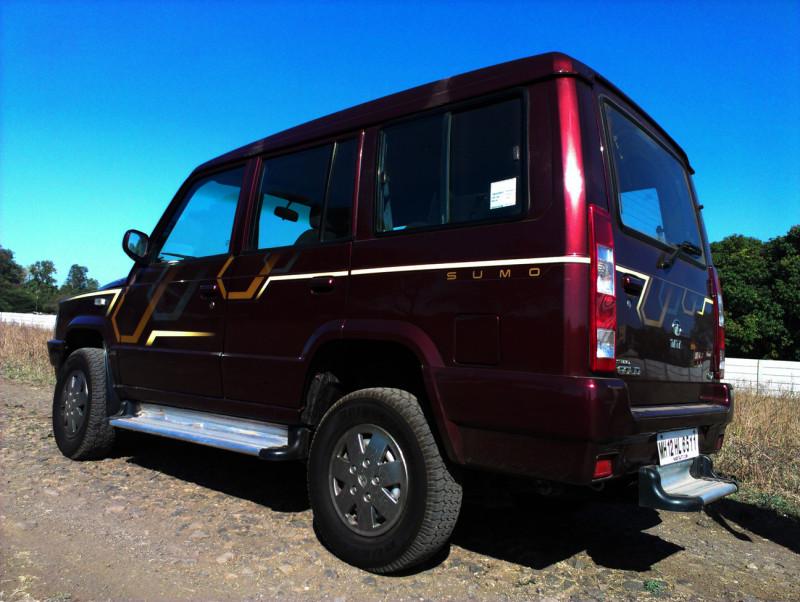 Tata Sumo rear quarter image