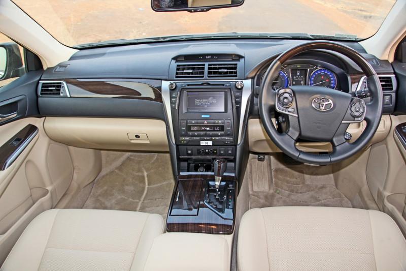 Toyota Camry Hybrid Images 7
