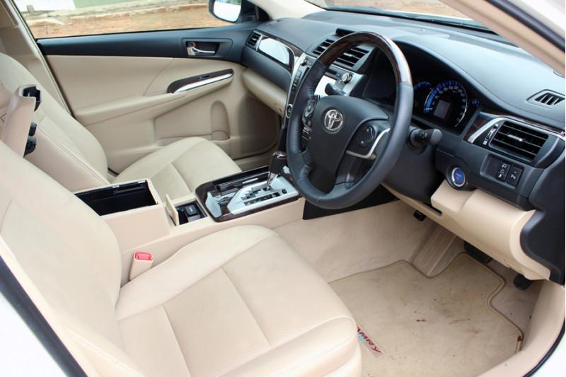 Toyota Camry Hybrid 13