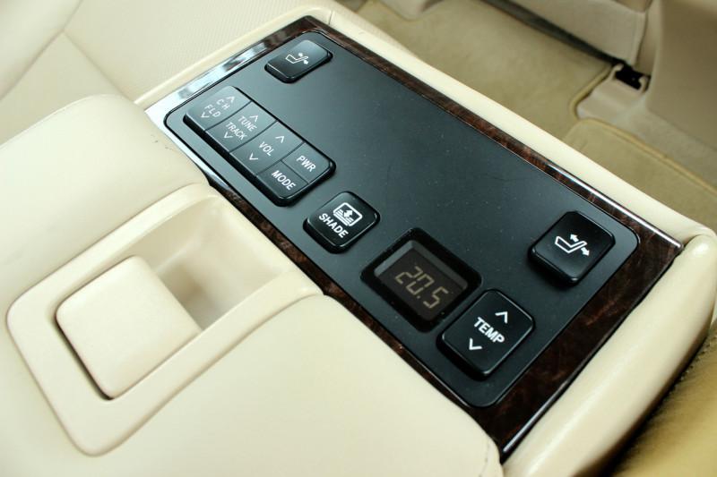 Toyota Camry Hybrid 33
