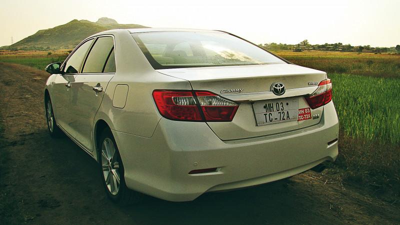 Toyota Camry Hybrid Images 9