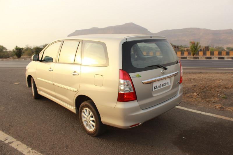 Toyota Innova rear quarter profile