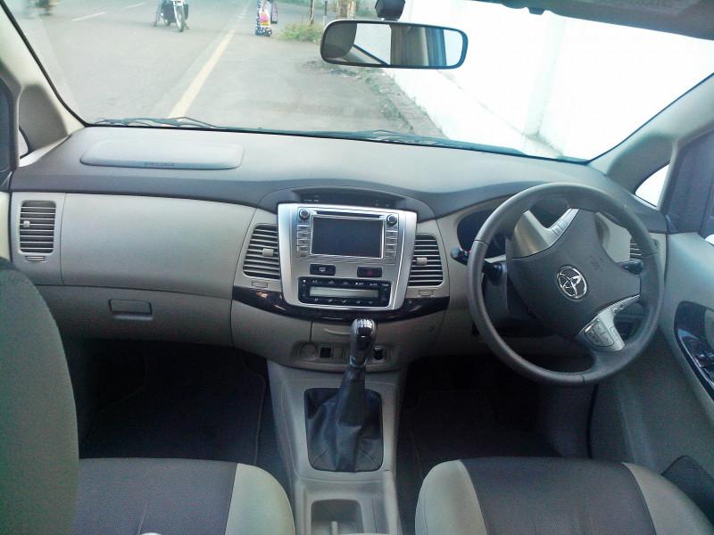 Toyota Innova 2013 Images 12