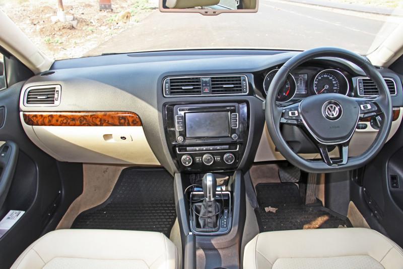 Volkswagen Jetta Images 14