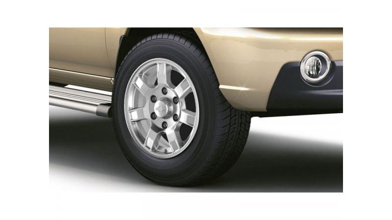 Chevrolet Tavera Photos Interior Exterior Car Images Cartrade