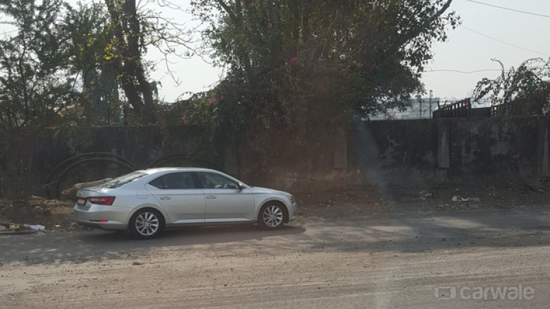 2016 Skoda Superb spotted without camouflage