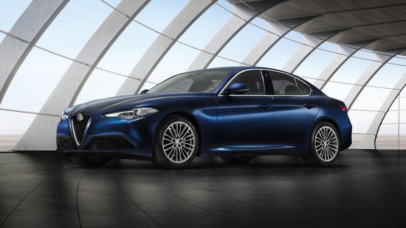 Alfa Romeo Giulia standard version unveiled