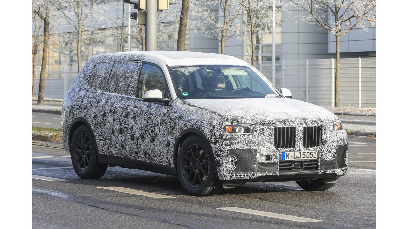 BMW X7 spotted on test again