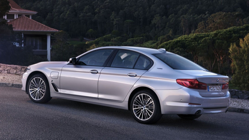 BMW 530e plug-in hybrid powertrain detailed