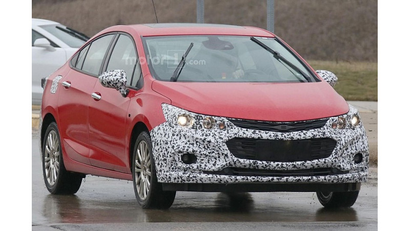 Chevrolet Cruze hybrid spotted on development
