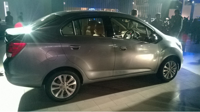 2016 Auto Expo: Chevrolet showcases 2017 Essentia and showcases the Beat Activ concept