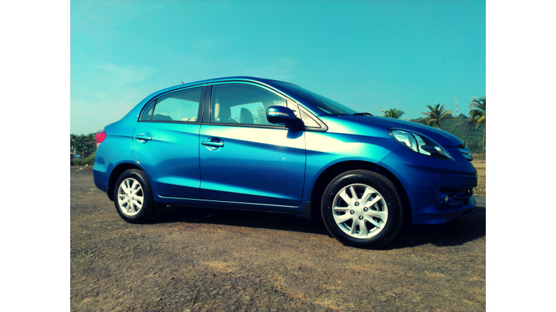 Honda Amaze launched in India, prices start at Rs. 4.99 lakhs (Petrol) and Rs. 5.99 lakhs (Diesel)