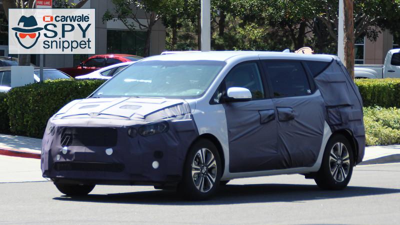 Kia spied testing the Sedona minivan