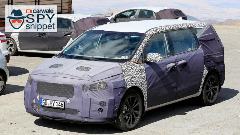 Kia continues testing the facelifted Sedona