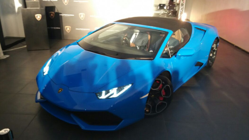 Lamborghini Rolls Out 10 000 Huracan In Four Years Cartrade