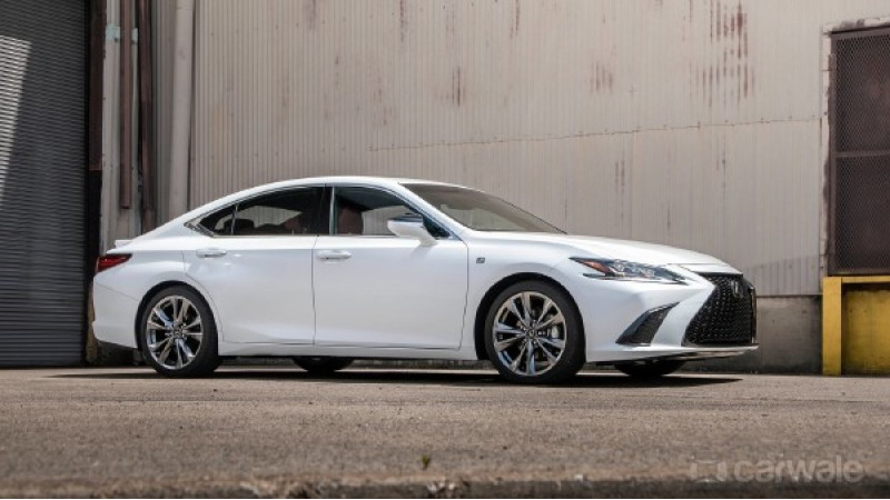 Top 5 features in the new Lexus ES 300h