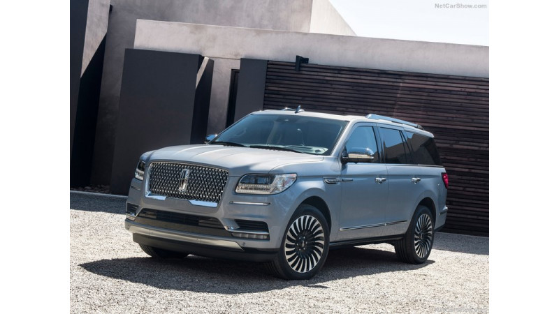 New York 2017: Fourth generation Lincoln Navigator photo gallery