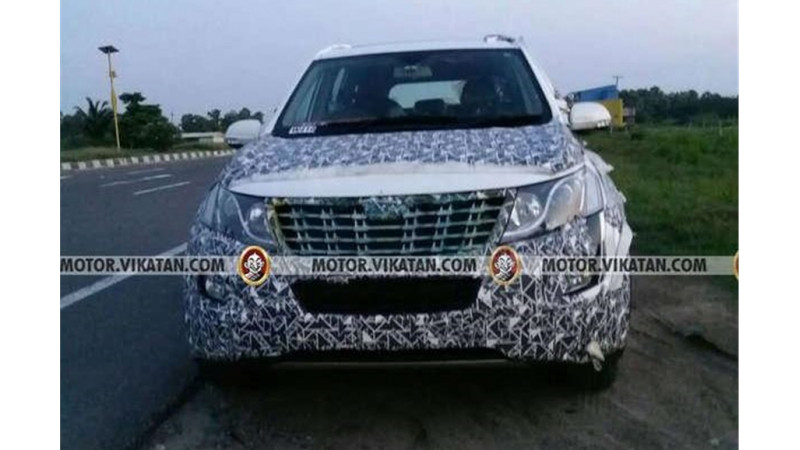 Mahindra XUV500 facelift test mule images surface