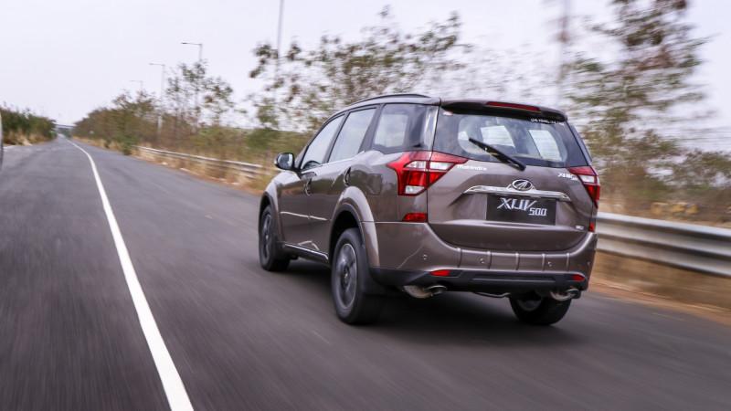 2018 Mahindra XUV500 competition check