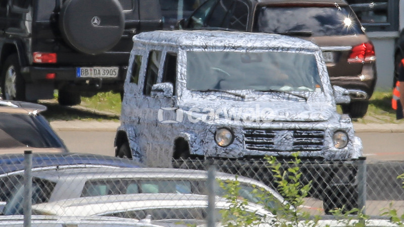 Next generation Mercedes-Benz G-Class spotted on test