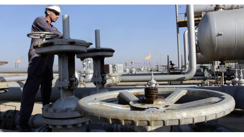 Oil prices hover near 11-year low