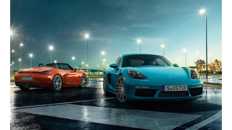 Porsche Boxster Cayman bags 2017 World Performance Car award