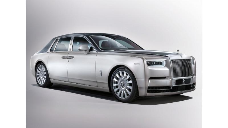 2017 Rolls-Royce Phantom arrives in London showroom