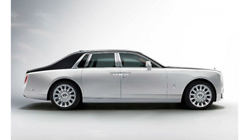 Eight generation Rolls-Royce Phantom detailed