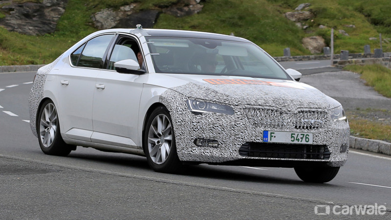 Skoda Superb facelift spied