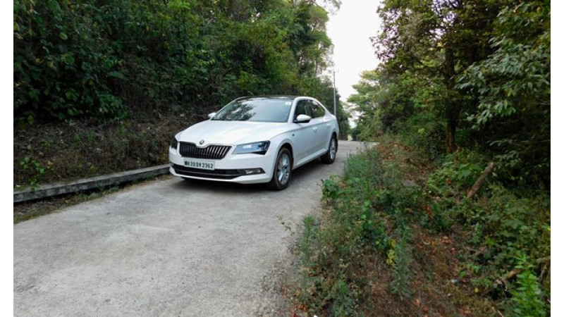 Skoda offers benefits of up to Rs 2.4 lakh on Superb sedan