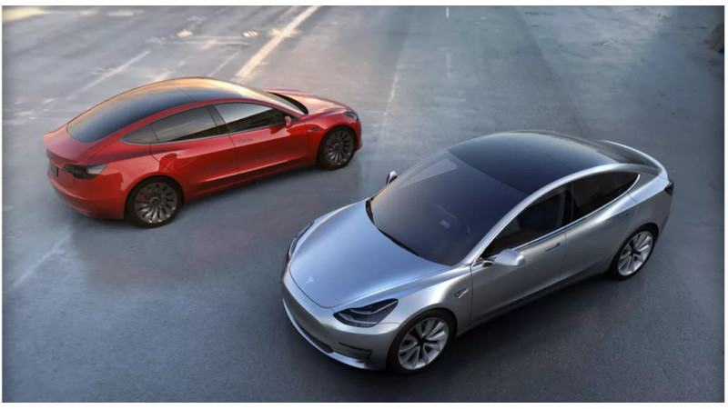 Tesla to soon offer complete self-driving cars