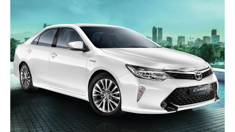 Toyota introduces 2018 Camry hybrid in India