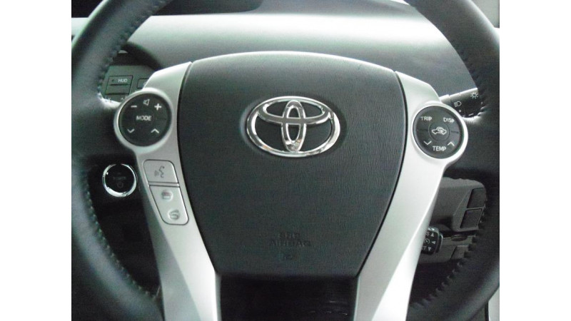 Toyota offers hybrid powertrain technology to competitors