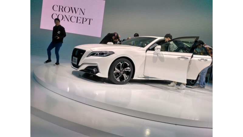 Tokyo Motor Show 2017 - Latest generation Toyota Crown will soon be longer than ever before