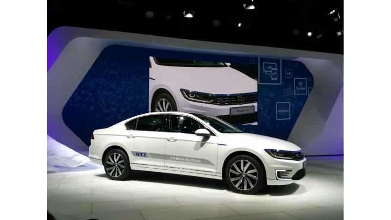 2016 Auto Expo: Volkswagen India unveils new Passat GTE and Tiguan