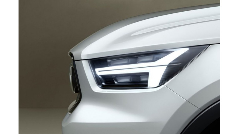 Volvo teases next-gen V40 and brand new XC40 concept cars