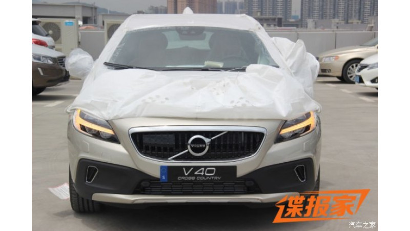 Volvo's facelifted V40 Cross Country fully revealed