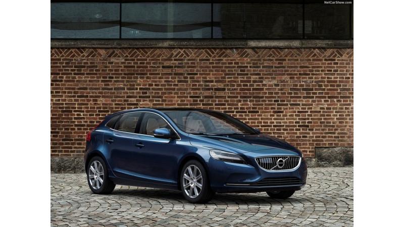 Volvo V40 and V40 Cross Country facelift set for December launch