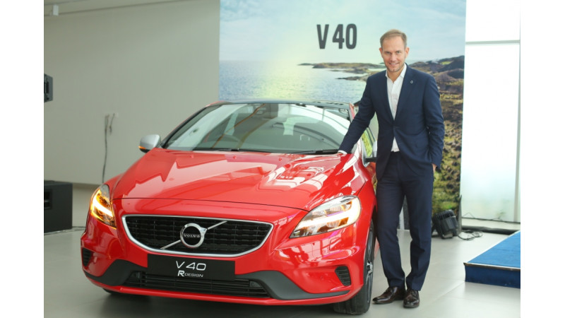 2017 facelift Volvo V40 launched at Rs 25.49 lakh