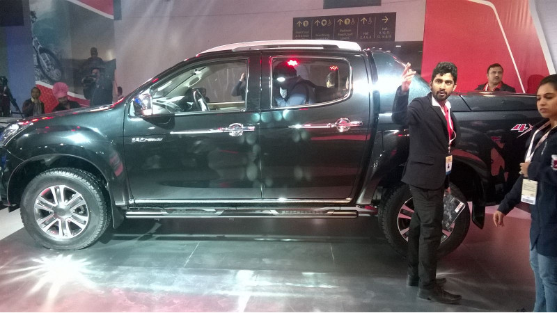 2016 Auto Expo: ISUZU D-MAX V-Cross unveiled - India's first Adventure Utility vehicle
