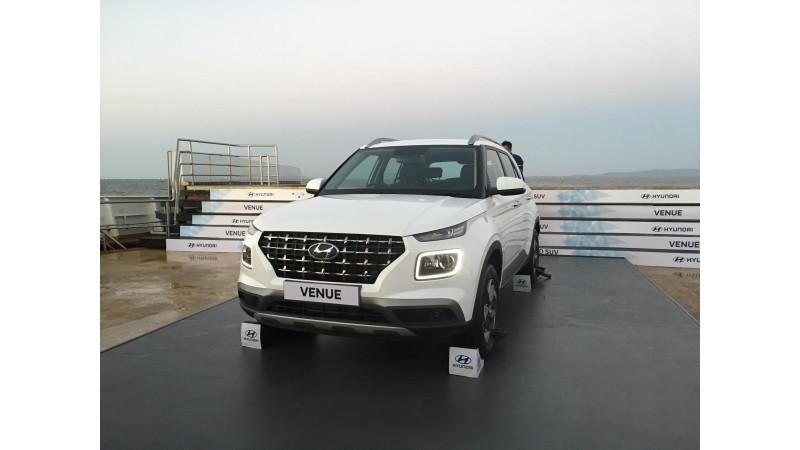 https://imgct2.aeplcdn.com/img/800x450/news/Hyundai/hyundai-venue-141555570695.jpg?v=31