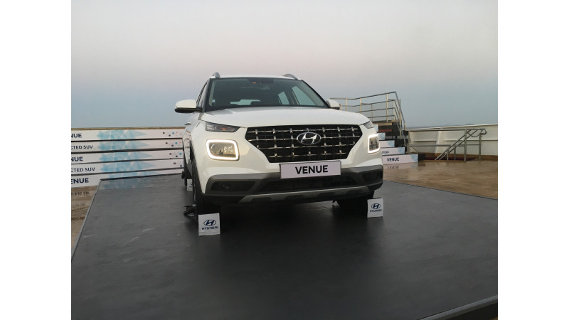 https://imgct2.aeplcdn.com/img/800x450/news/Hyundai/hyundai-venue-61555570561.jpg?v=31
